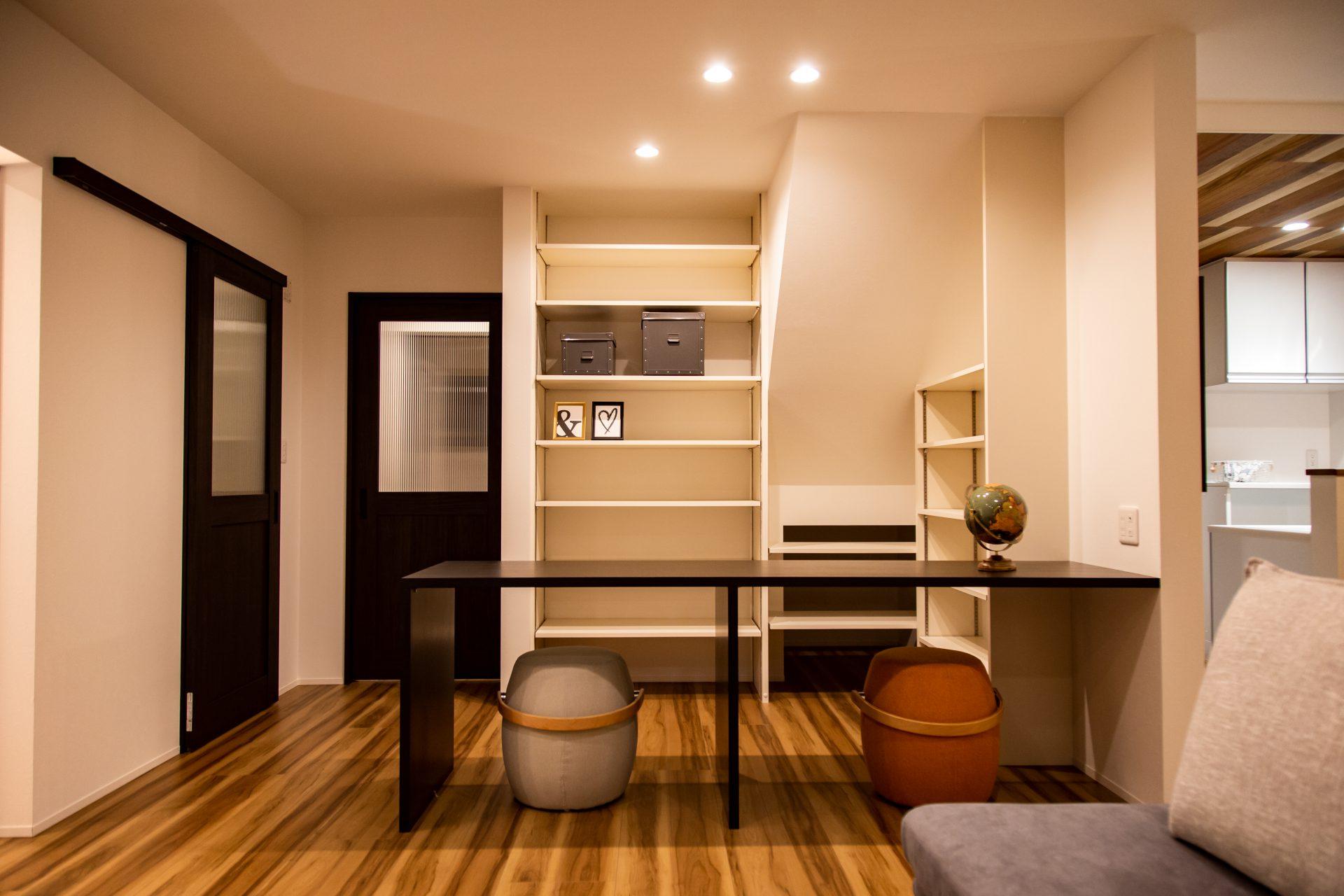 お子様の勉強スペースや作業台に便利