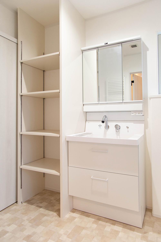 洗面化粧台ピアラと収納スペース